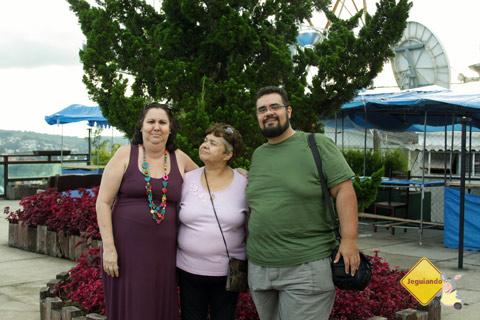 D. Emilia, D. Lourdes e Erik Pzado no Morro do Elefante. Campos do Jordão. Imagem: Erik Pzado.