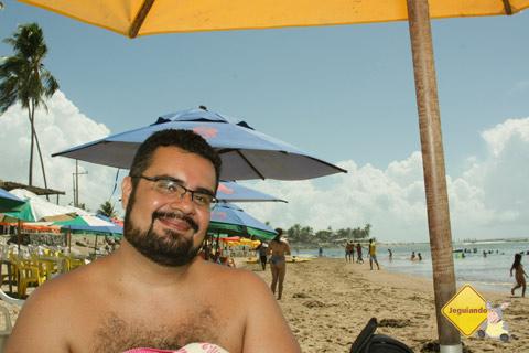 Erik revivendo seus tempos de menino em Jauá, Bahia. Imagem: Janaína Calaça.