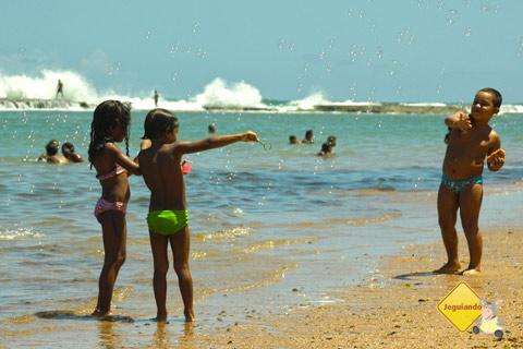 Um punhado de alegria. Jauá, Bahia. Imagem: Erik Pzado.