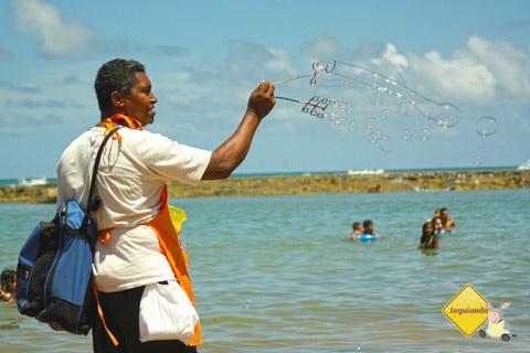 A insustentável leveza... da bolhinha de sabão! Jauá, Bahia.Imagem: Erik Pzado.