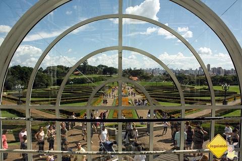 De dentro para fora. Jardim Botânico, Curitiba, PR. Imagem: Erik Pzado