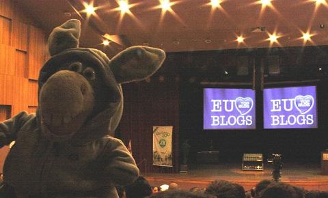 Jegueton assistindo à premiação do Top Blog 2010. Imagem: Erik Pzado