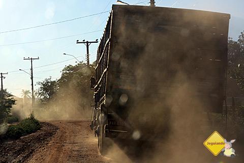 Atenção para caminhões na estrada. Imagem: Erik Pzado