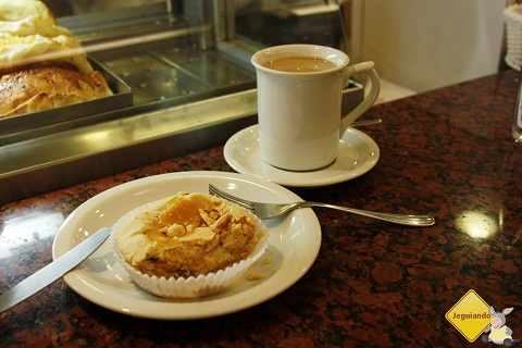 Café e empadinha de palmito para esquentar! Imagem: Erik Pzado