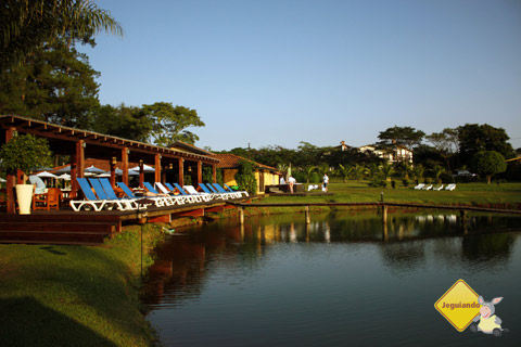 Deck para relaxar. Santa Clara Eco Resort, Dourado, SP. Imagem: Erik Pzado