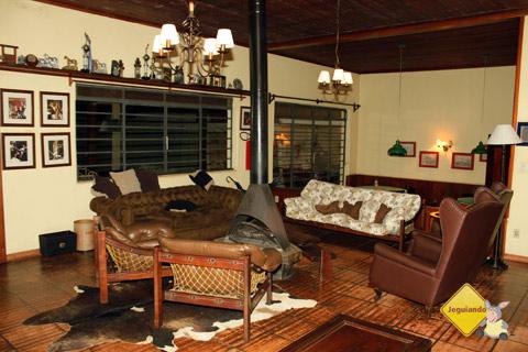 Sala de estar. Santa Clara Eco Resort, Dourado, SP. Imagem: Erik Pzado
