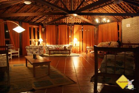 Quiosque para relaxar, bater papo ou assistir tv. Santa Clara Eco Resort, Dourado, SP. Imagem: Erik Pzado