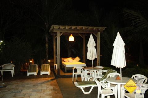 Bangalô à beira da piscina. Santa Clara Eco Resort, Dourado, SP. Imagem: Erik Pzado