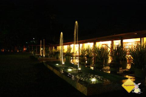 Fontes e casarão ao fundo.Santa Clara Eco Resort, Dourado, SP. Imagem: Erik Pzado
