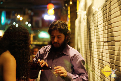Aline Rocha e Eduardo Lacerda, editores da Patuá, livros são amuletos. Imagem: Erik Pzado