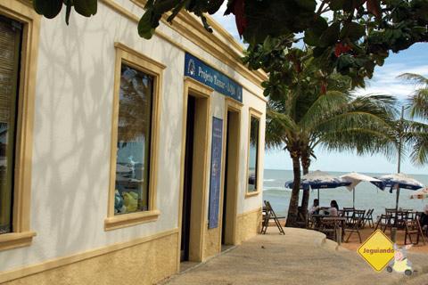 Lojinha, bares e restaurantes também fazem parte da estrutura do Projeto TAMAR. Imagem: Erik Pzado