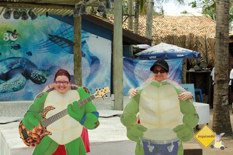 Tartarugas ninja ou como pagar mico em lições simples! Projeto TAMAR, Praia do Forte, Litoral Norte da Bahia. Imagem: Erik Pzado