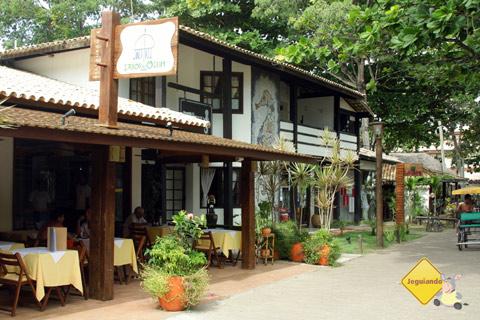 Restaurantes, bistrôs, lanchonetes, padarias, sorveterias - Estrutura para os turistas. Praia do forte, Bahia. Imagem: Erik Pzado