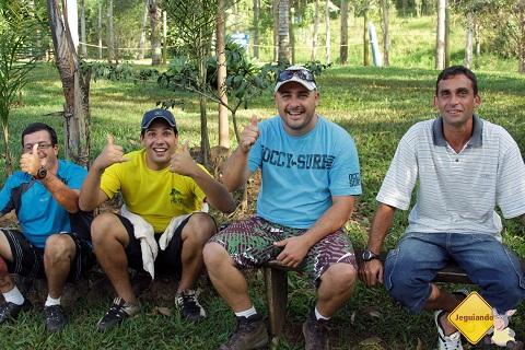 Instrutores do cascading. Cachoeira do Saltão, Itirapina, SP. Imagem: Erik Pzado