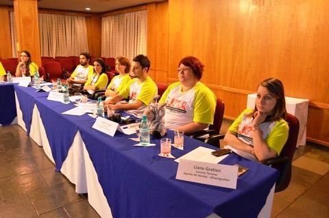 Blogueiros assistem à apresentação sobre Itaipu Binacional. Imagem: Equipe Loumar Turismo