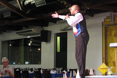 Vilson dos Santos, Mestre de Cerimônias do show Latino-Americano do Rafain. Imagem: Janaína Calaça