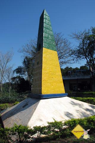 Obelisco, marco brasileiro. Marco das 3 fronteiras, Foz do Iguaçu, PR. Imagem: Janaína Calaça