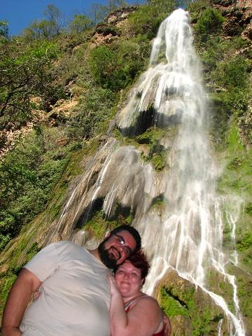 Erik e Jana na Cachoeira da Boca da Onça. Imagem: Seu Edu