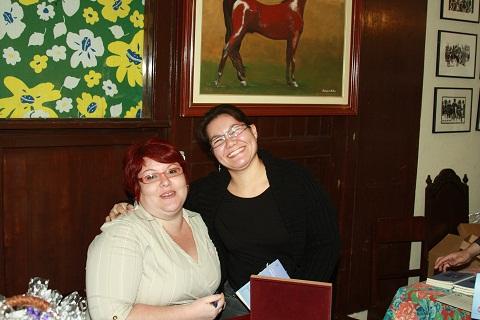 Eu e Clarinha, grande e querida amiga. Lançamento do livro Obs(cena)s de Janaína Calaça. Imagem: Erik Pzado