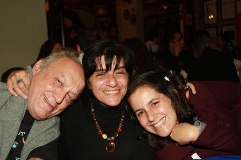 Léo, Gisleine e Júlia: simpatias! Lançamento do livro de contos Obs(cena)s de Janaína Calaça. Imagem: Erik Pzado