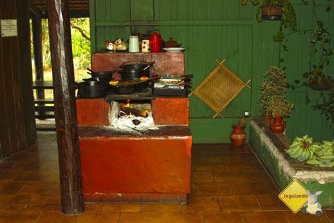 Fogão de lenha e comida caseira. Estância Mimosa, Bonito, MS. Imagem: Erik Pzado