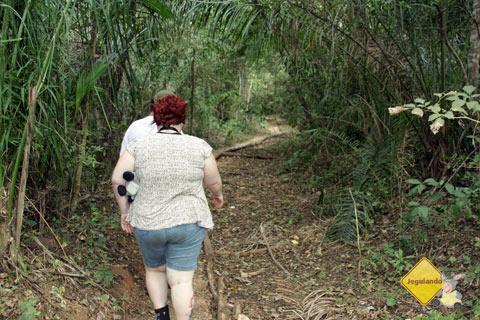 Jana Calaça e Luís dando início à trilha. Estância Mimosa, Bonito, MS. Imagem: Erik Pzado