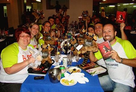 Blogueiros curtindo a noite no Rafain. Imagem: Maurtício Oliveira