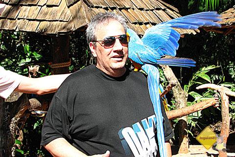 João e a arara enlouquecida! Imagem: Janaína Calaça
