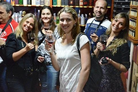João (escondido lá atrás), Flávia (Lorão), Carol (Wiii), Carol Wieser, Julie e Maurício. Imagem: Blog Tur Foz