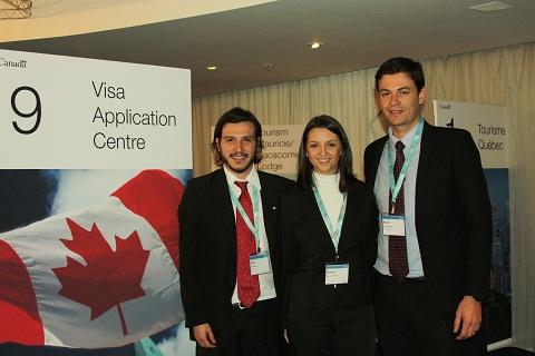 Fábio, Rosana e Bruno, representantes do VAC no Showcase Canadá Brasil 2011. Imagem: Janaína Calaça