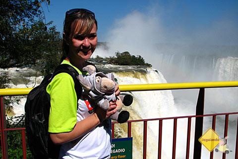Julie e seu sobrinho Jegueton nas Cataratas do Iguaçu. Imagem: Janaína Calaça