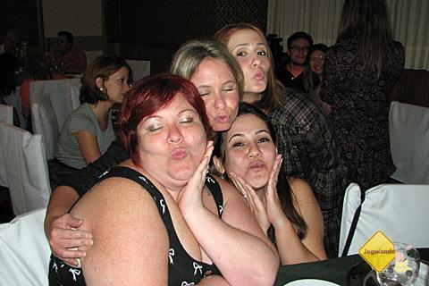 Jana Calaça, Flávia (Lorão), Clarissa Donda (Capitu) e Carol May (Wiii). #bonsdrink na Noite Italiana. Imagem: Jeguiando