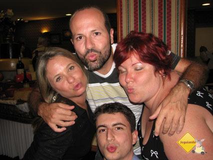 Thiago, Flávia, Maurício e Jana. Beijoqueiros! Imagem: Jeguiando