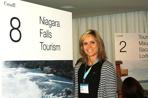 Laurie, da delegação de Niagara Falls, um dos destinos mais visitados por brasileiros no Canadá. Imagem: Janaína Calaça
