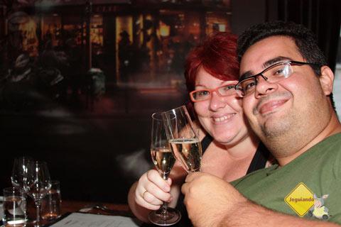 Jana Calaça e Erik Pzado no jantar no Les 400 Coups. Montréal, Québec, Canadá. Imagem: Erik Pzado
