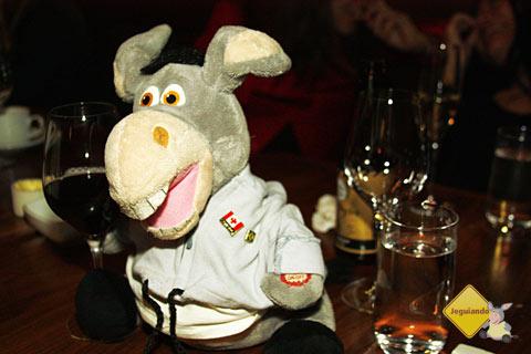 Jegueton também participou do jantar e tomou umas tacinhas de vinho! Imagem: Erik Pzado