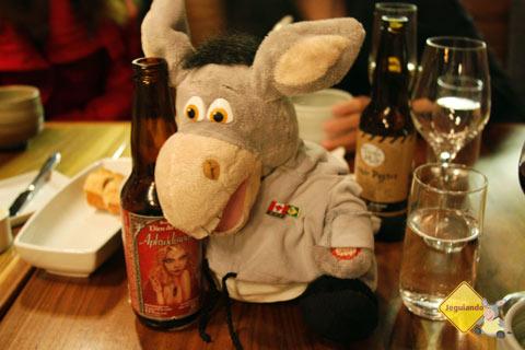 Jegueton dividiu uma cerveja com o Márcio, do A Janela Laranja. Imagem: Erik Pzado