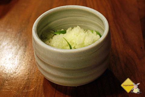 Green (sobremesa a base de maçãs, pistaches, azeite de oliva e frozen yogurte de chocolate branco). Imagem: Erik Pzado