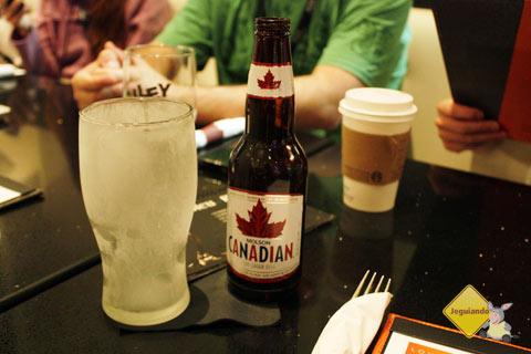 Cerveja canadense para acompanhar a carne. Lounge L1, West Edmonton Mall, Edmonton, Alberta, Canadá. Imagem: Janaína Calaça