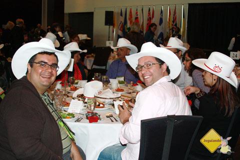 Erik Pzado, do Jeguiando, e Márcio Nel Cimatti, do A Janela Laranja, blogueiros brasileiros representam as mídias sociais no Canadá. Imagem: Janaína Calaça