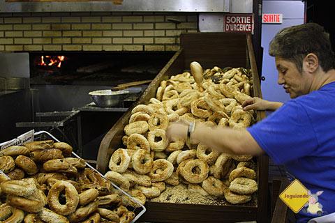 Bagels prontos para levar! St-Viateur Bagel, Montréal, Canadá. Imagem: Erik Pzado