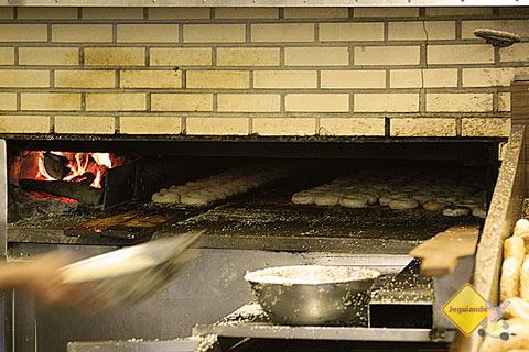 Bagels no forno. St-Viateur Bagel, Montréal, Canadá. Imagem: Erik Pzado