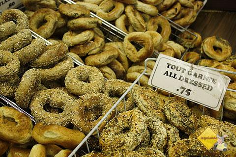 Bagels quentinhos! St-Viateur Bagel, Montréal, Canadá. Imagem: Erik Pzado