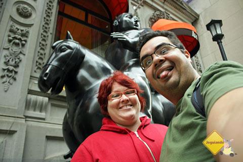 Somos Boterianos! Jana Calaça, Erik Pzado e obra de Fernando Botero! Imagem: Erik Pzado