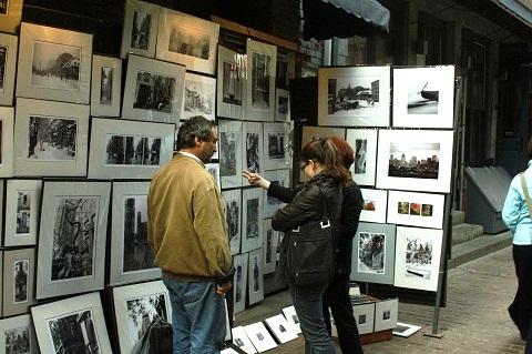 Artistas locais expõem seus trabalhos na famosa Rue des Artistes em Montréal. Imagem: Erik Pzado