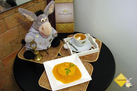 Café e cuscuz: sempre uma boa combinação! Rancho do Cuscuz, Salvador, Bahia. Imagem: Janaína Calaça