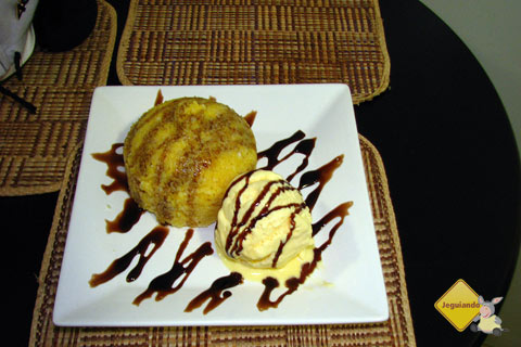 Petit do Rancho (Cuscuz recheado com chocolate e acompanhado com sorvete de creme ou milho verde). Rancho do Cuscuz, Salvador, Bahia. Imagem: Erik Pzado