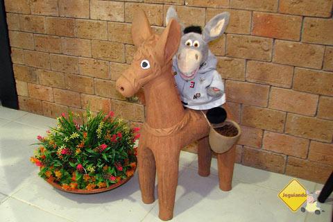 Fubá, o mascote do Rancho do Cuscuz, e Jegueton, nosso mascote! Imagem: Erik Pzado