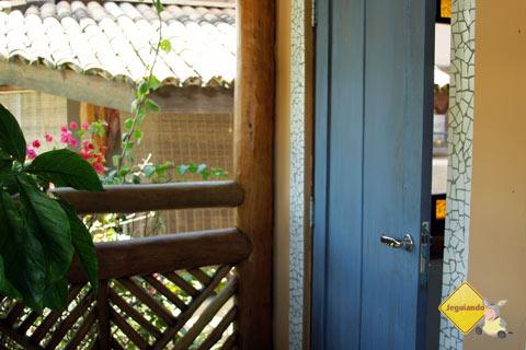 Todos os quartos possuem varandinhas, onde o hóspede pode descansar na rede. Imagem: Janaína Calaça
