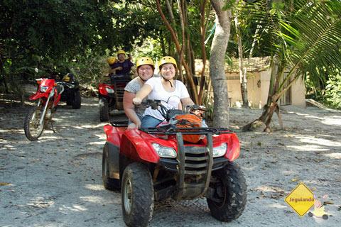 Jana Calaça e Clara Miyagui, prontas para a aventura pela Reserva da Sapiranga. Praia do Forte, Bahia. Imagem: Jeguiando